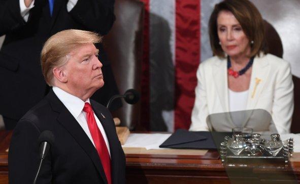 پلوسی: تصمیم ترامپ برای خصومت با ایران، جان نظامیان ما را به خطر میاندازد