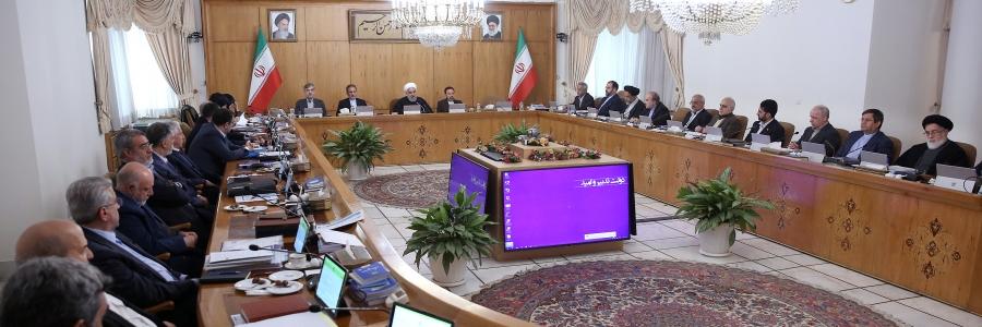 روحانی: در کشور فقر مطلق وجود ندارد  به مردم دروغ نگوییم که همه چیز گل و بلبل است  مصمم به مذاکره هستیم اما از خطوط قرمز نظام عبور نمیکنیم   به وعده خود وفادار بودهایم