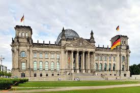 معاون رئیس پارلمان آلمان خواستار کاهش تحریمهای آمریکا علیه ایران شد