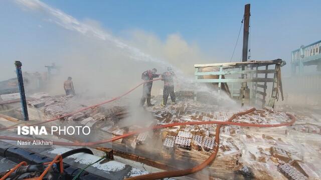 عکس| لنج باری بازرگانان قشم در آتش سوخت