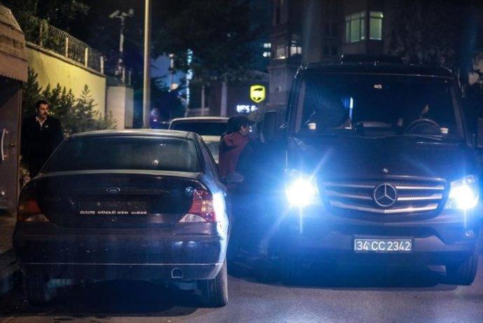 ورود سه صندوق بزرگ سیاه رنگ به داخل کنسولگری عربستان در استانبول + تصاویر