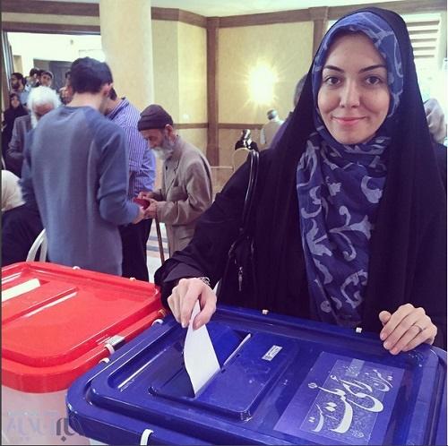 تصویر/آزاده نامداری پای صندوق رای