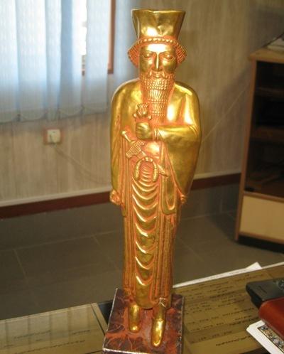 کشف مجسمه طلای داریوش هخامنشی+تصاویر