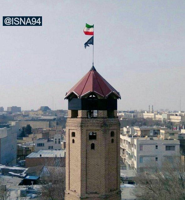 برج یانقین در سوگ آتشنشانان سیاهپوش شد+تصویر