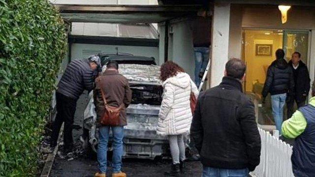 به آتش کشیده شدن اتومبیل رییس یک باشگاه فوتبال در ایتالیا + عکس