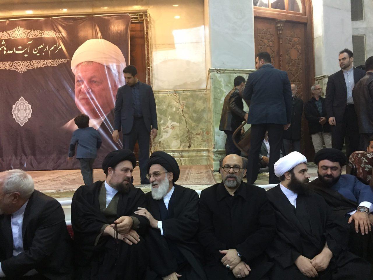 تصاویر/ همنشینی سیدحسن خمینی و ظریف در مراسم اربعین آیتالله هاشمی