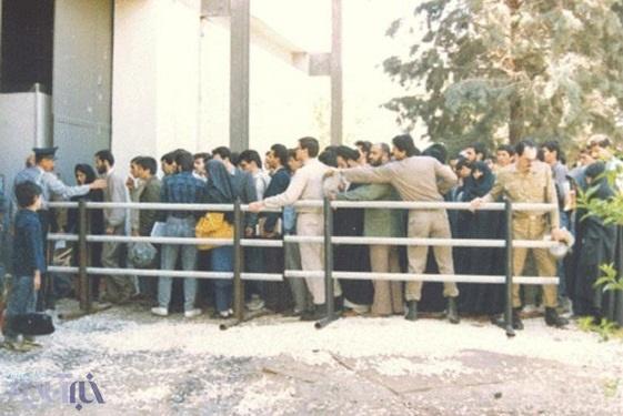 صف ورورد به نمایشگاه کتاب تهران در دهه ۶۰+تصویر