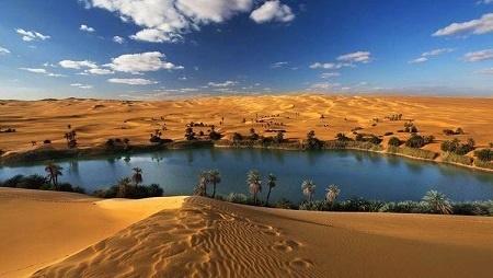 دریاچهای در دل کویر /عکس