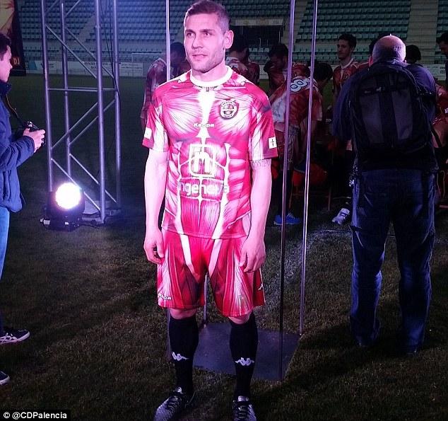 عجیبترین لباس تاریخ فوتبال رونمایی شد+تصاویر