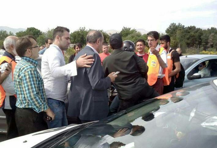 رئیس فدراسیون فوتبال با موتور به ورزشگاه رفت+تصاویر