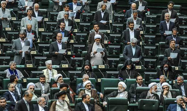 همه جنجالها در مجلس نهم؛ از تصویر زنان ساپورتپوش و پرتابمهر به لاریجانی تا اعلامجرم علیه مطهری+جدول