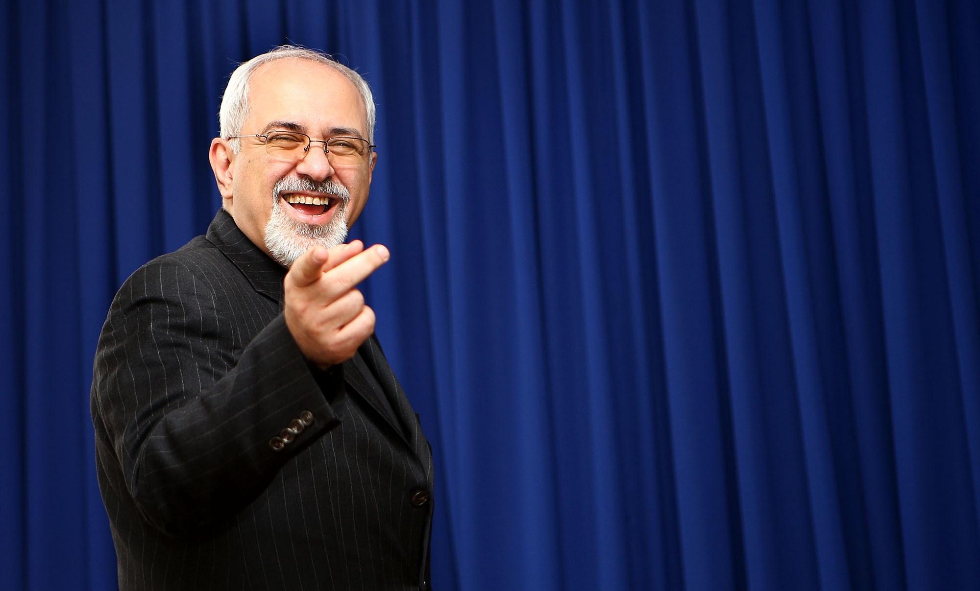 جعل عکس با هدف تخریب محمدجواد ظریف/اگر دین ندارید، آزاده هم نیستید، لااقل عکس ظریف را خوب فتوشاپ کنید!