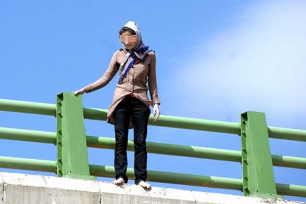 اقدام به خودکشی زن جوان در پل خیابان حافظ