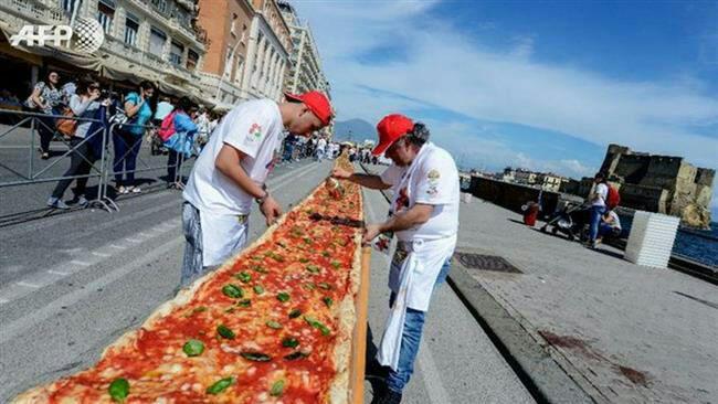 تصویر/بزرگترین پیتزای جهان در ناپل ایتالیا