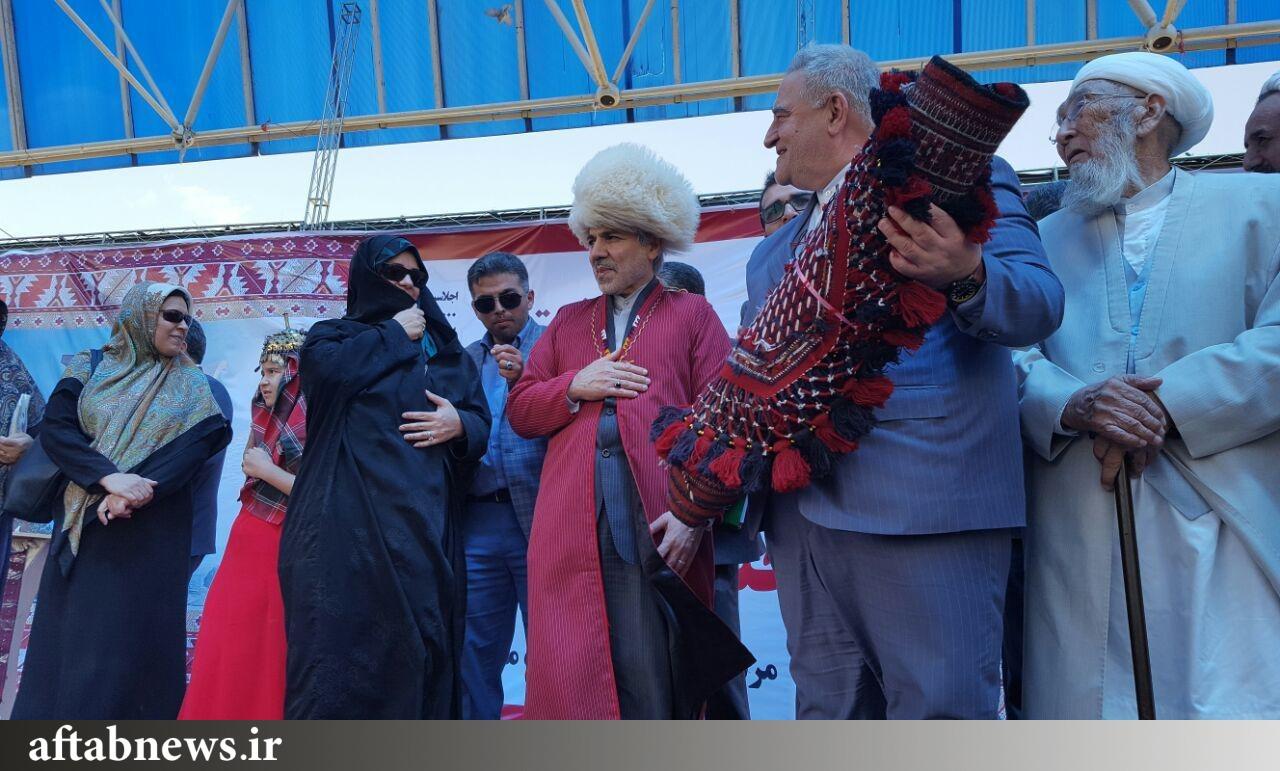تصویر/ سخنگوی دولت در لباس محلی استان گلستان