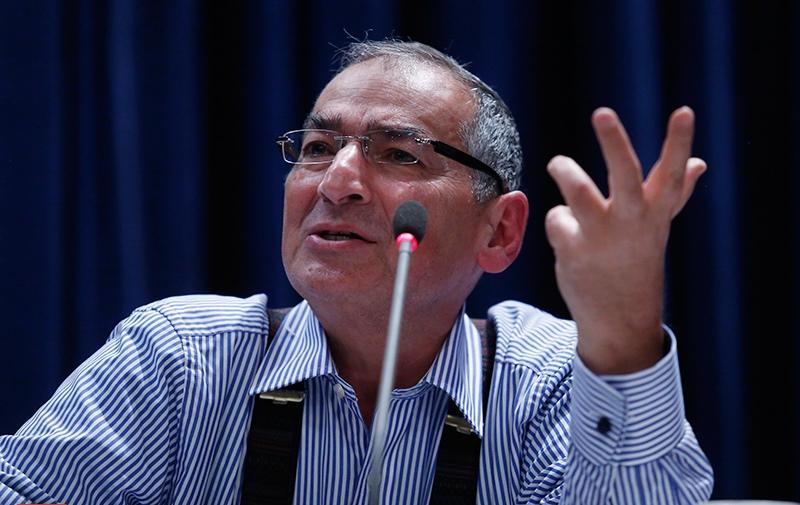 زیباکلام: هدف اصلی مجلس باید پاسخگو کردن نهادهای غیر پاسخگو باشد