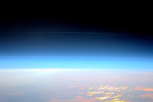 تصویر ابرهای شبتاب زمین از ایستگاه فضایی/توئیت فضانورد انگلیسی