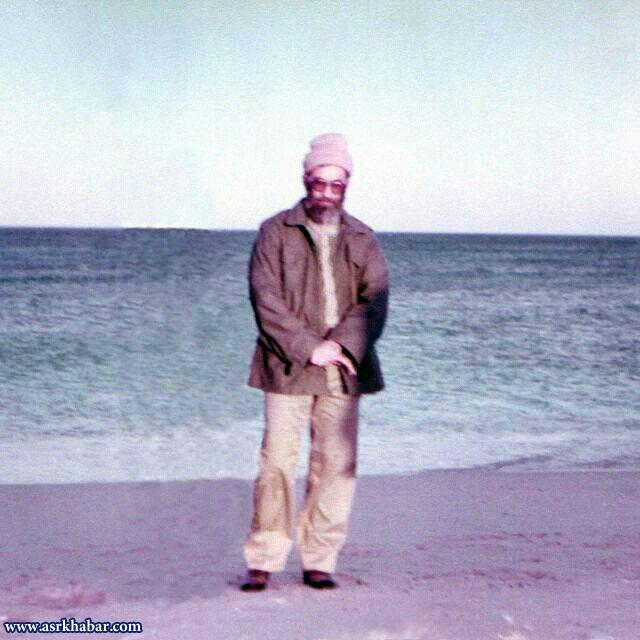 تصویری دیده نشده از رهبر انقلاب در کنار دریا
