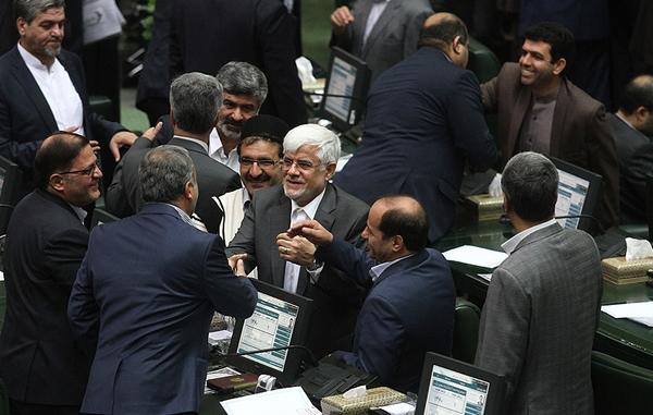 منتخبان تهران در انتخاب رئیس مجلس به چهکسی رای میدهند؟