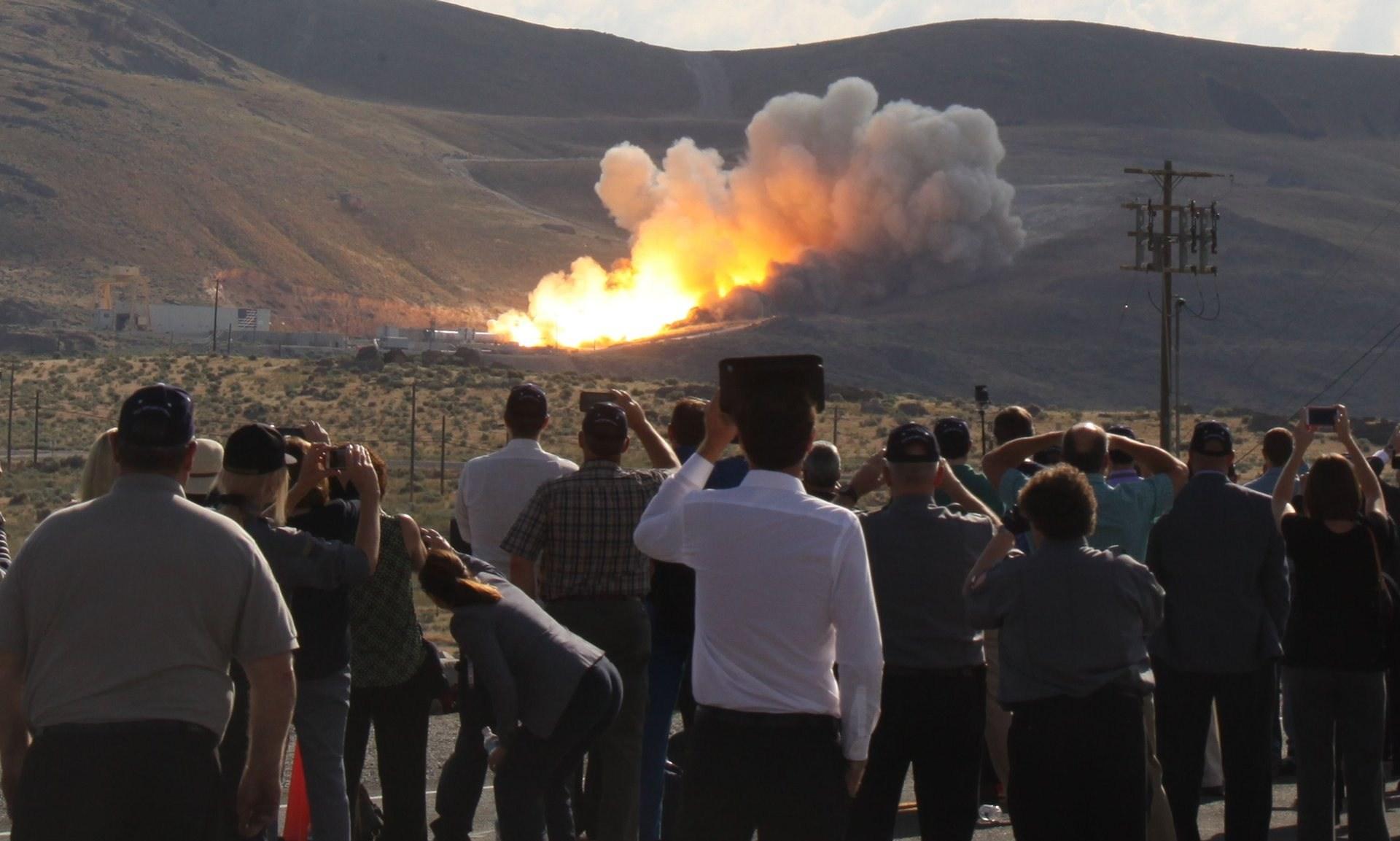 ناسا بوستر موشک غولپیکر مریخیاش را آتش کرد + تصاویر
