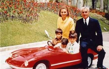 عکس/ تصویر دیده نشده از محمدرضا پهلوی در کنار خانواده