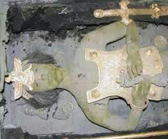 کشف جسد مومیایی شده در تپه باستانی هگمتانه +عکس