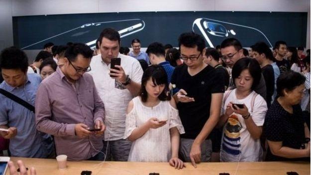 هشدار در چین؛ آیفون بخرید، شاید اخراج شوید!