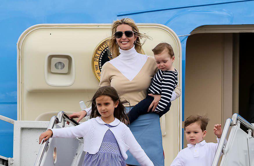 ایوانکا ترامپ به همراه سه فرزندش
