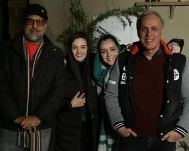 «ترانه علیدوستی» و پدرش در کنار عوامل «شهرزاد» | عکس