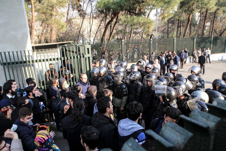 چرا سعودیها از اظهارنظر علنی درباره اعتراضهای اخیر ایران خودداری کردهاند؟