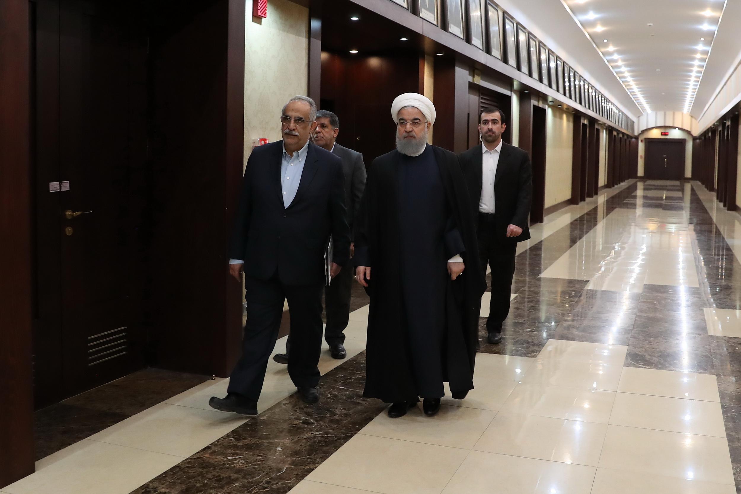 روحانی: مردم به حق میگویند ما را ببینید/همه مسئولان قابل نقد هستند؛ معصوم نداریم