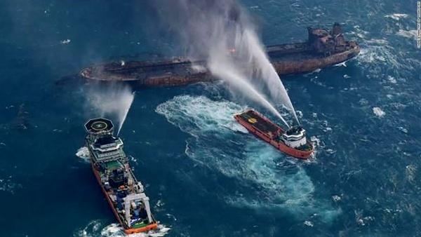 امید در اوج نگرانی/انتشار اخبار ضد و نقیض درباره وضعیت نفتکش ایرانی نفتکش ایرانی وارد آبهای ژاپن شد/گفتوگو با خانوادههای خدمه نفتکش+تصاویر
