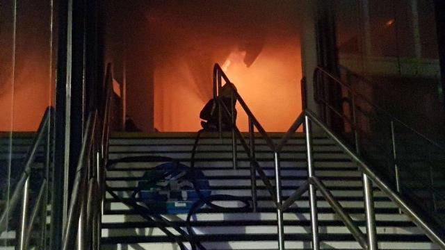 ایستگاه قطار ناتینگهام انگلیس طعمه آتش شد+عکس