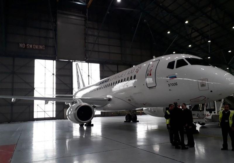 سوپر جت ۱۰۰ روسی در فرودگاه مهرآباد فرود آمد /عکس