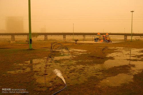 غلظت گرد و غبار در اهواز 57 برابر حد مجاز /عکس
