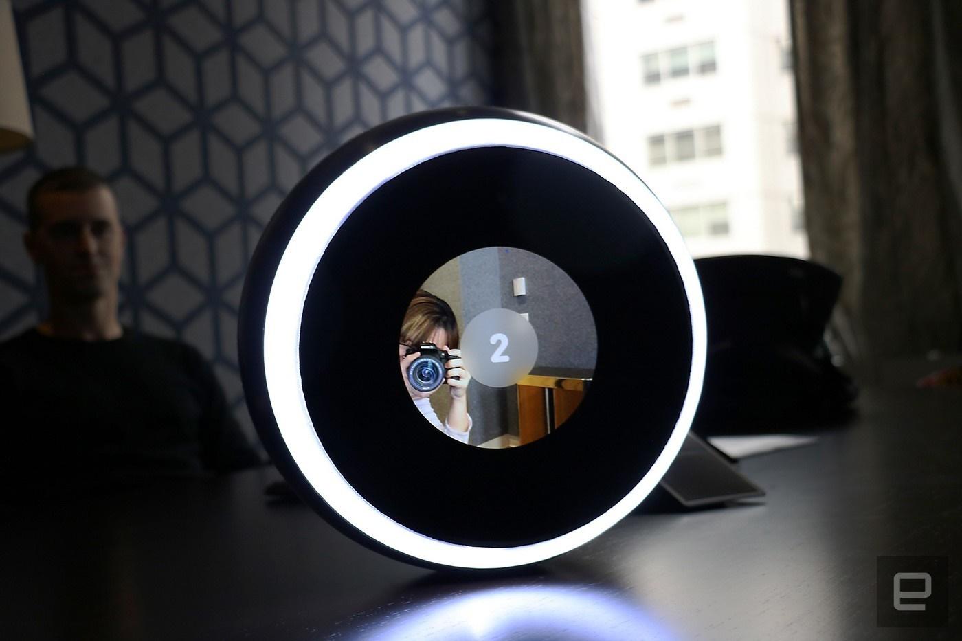 اولین دوربین سلفی توپی جهان / عکس