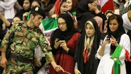 ماجرای بازداشت دخترانی که برای تماشای داربی به ورزشگاه آزادی رفته بودند/وزارت کشور: آزاد شدند