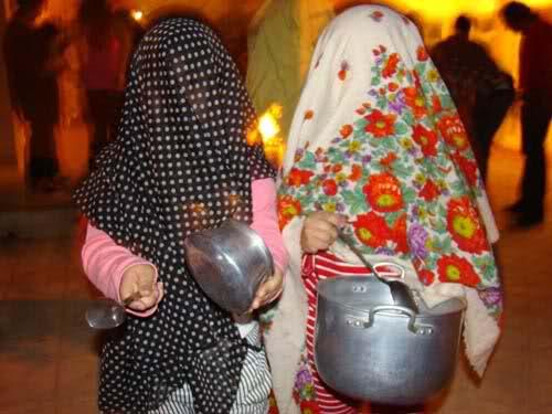 نگاهی به آیین چهارشنبهسوری در ایران؛ از کوزه شکستن تا قاشقزنی برای مُشتلق