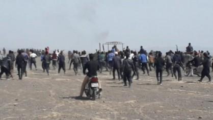 تجمع کشاورزان بر سر آب در اصفهان/درگیری معترضان و پلیس/چندین نفر مجروح شدند+عکس