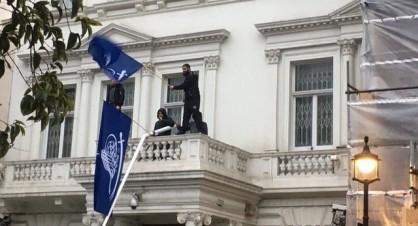 حمله به سفارت ایران در لندن/بازداشت مهاجمان و اعتراض شدید ایران به انگلیس+فیلم و عکس