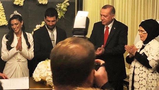 مراسم ازدواج ساده فوتبالیست معروف! + عکس