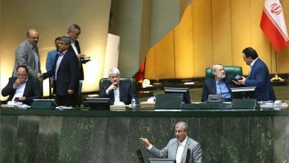 مشروح جلسه استیضاح وزیر کار/ ربیعی دوباره از مجلس رای اعتماد گرفت+فیلم و عکس