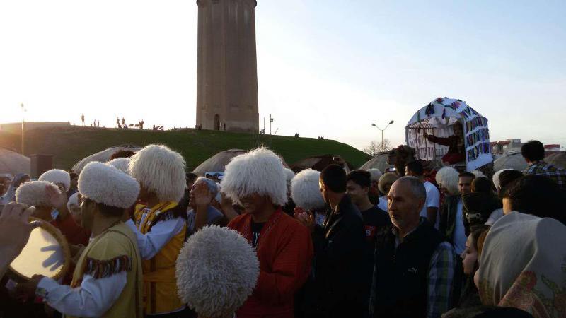 جشن ملی نوروزگاه در جوار بلندترین برج آجری جهان+تصاویر