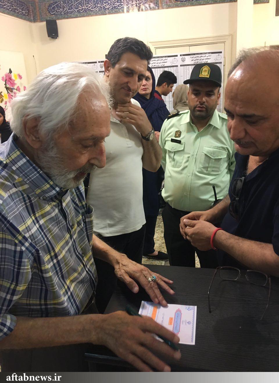 حضور جمشید مشایخی در انتخابات/ تصویر