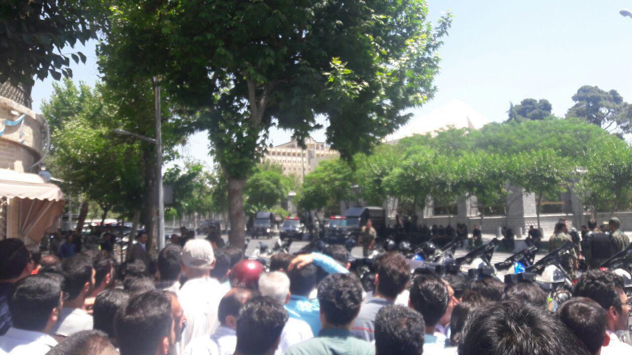 تدابیر شدید امنیتی در مقابل ساختمان مجلس/تصویر