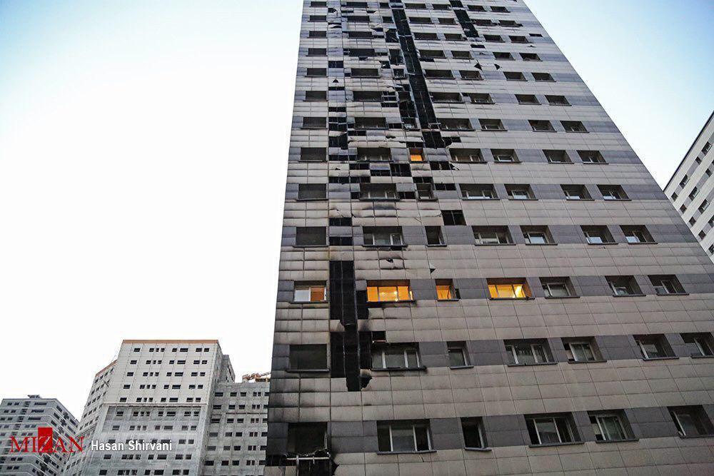 جزئیات آتشسوزی در برج مسکونی ۲۲ طبقه در شهرک چیتگر / نجات ۳۰ نفر از ساکنان/۴ نفر مصدوم شدند/ عملیات به پایان رسید+عکس
