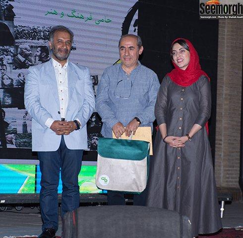 عکس آتیلا پسیانی و همسرش, کمال تبریزی و دخترش در جشن عکاسان سینما