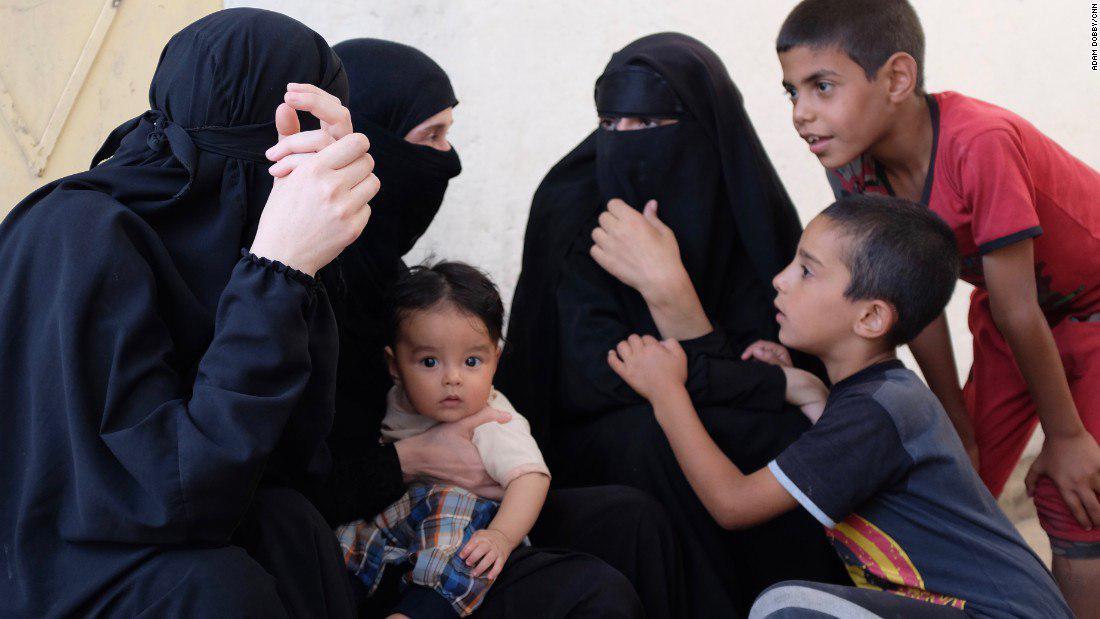 سرنوشت غمانگیز عروسهای جنگجویان؛ در اردوگاه بیوههای داعشی چه میگذرد؟+تصاویر
