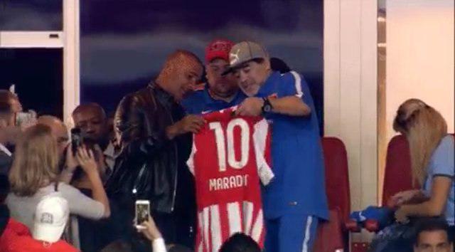 مارادونا و گولیت تماشاگر شکست جهانبخش و رفقا/عکس