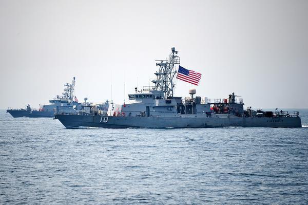 فوری/ شلیک اخطار ناو آمریکایی به سمت قایق ایرانی